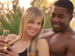 Cheating economize on luvs seeing his wifey fellating ebony sausage less bi-racial threeway pornvideo