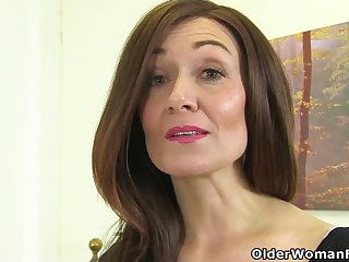 English milf Kitty Hand-picked puts their way fingers to make believe
