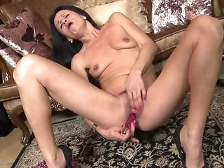 Small-Chested thin grannie Reaches climax In the matter of fake penis best sex