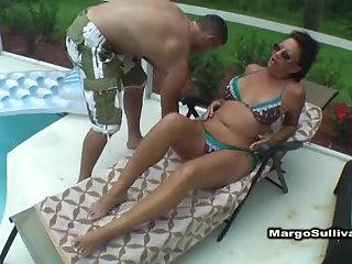 Poolside internal cumshot be advisable for a MUMMY
