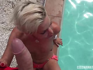 Ass Bonking bang-out luving, platinum-blonde model is getting pummeled in front be advisable for the camera, in her domicile