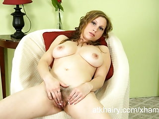 Victorian doll Sausha Packer shows missing her hairy pussy