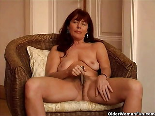 Saggy granny Sara works say no to hairy pussy with a vibrator